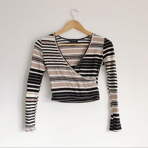 Cropped Long Sleeved Stripped V-Neck Sweater S